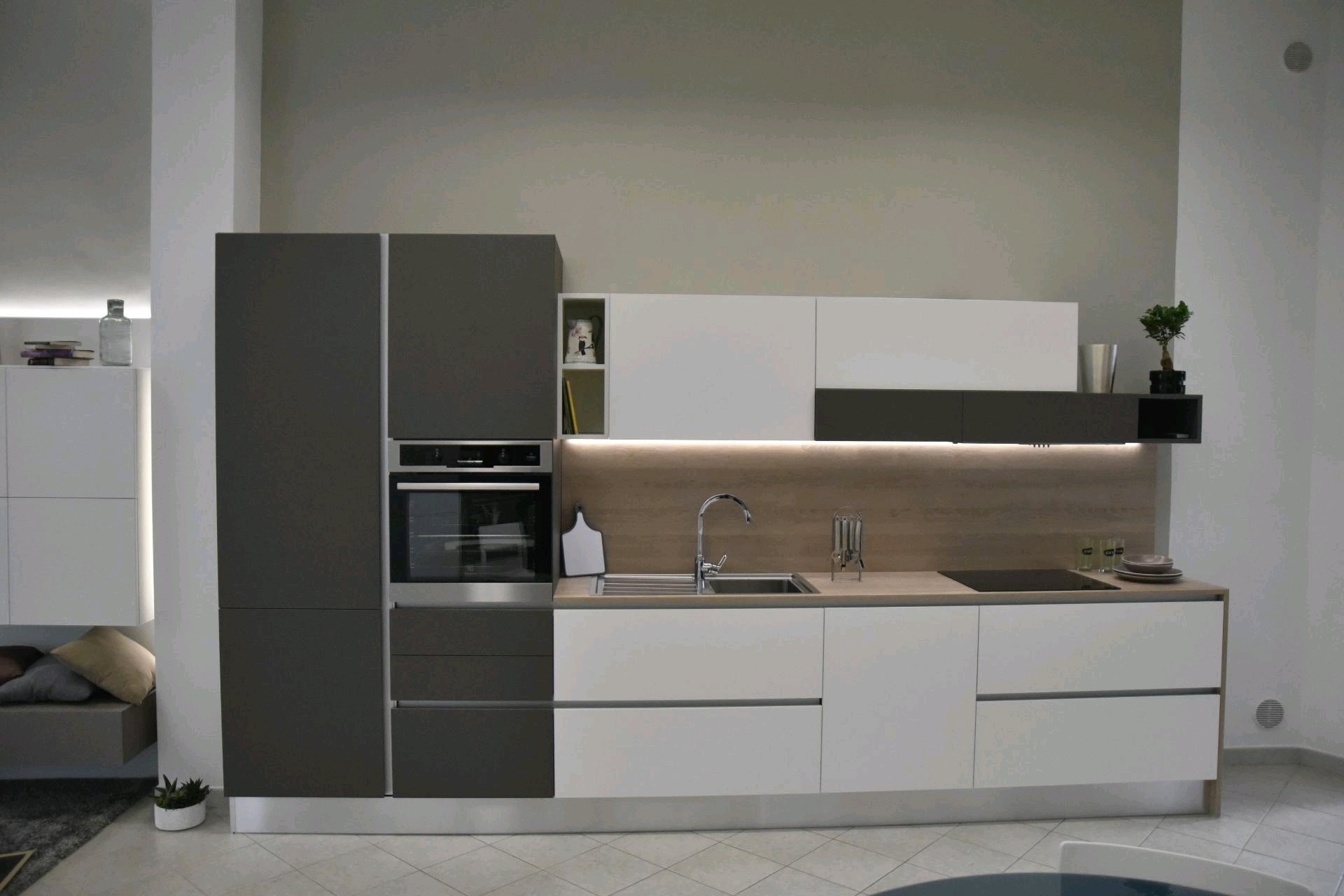 Kitchen Cabinet with White Lacquer Finish